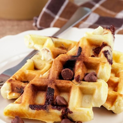 Easy Waffles – Best Homemade Chocolate Chip Waffle Recipe – {Easy} Breakfast – Snacks – Desserts – Quick – Simple