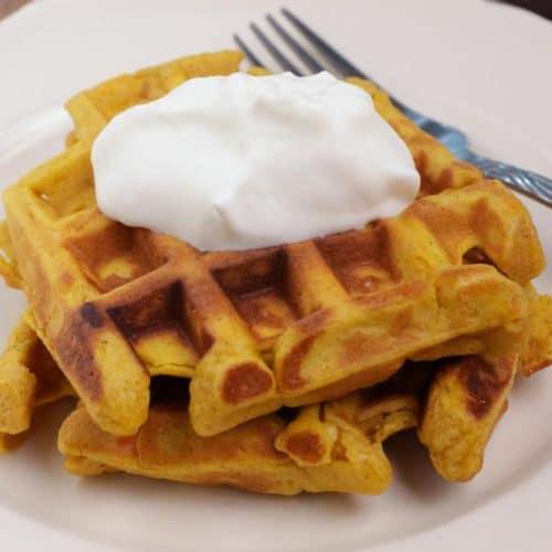 Easy Waffles – Best Homemade Pumpkin Waffle Recipe – {Easy} Breakfast – Snacks – Desserts – Quick – Simple